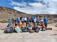 Estudiantes después de la limpieza en El Confital (Las Palmas de Gran Canaria)